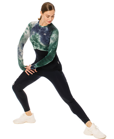 Aveen long sleeve, stretch pose