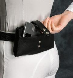 COCPBP-K000-AA-Phone-Belt-Purse-black-lifestyle_2